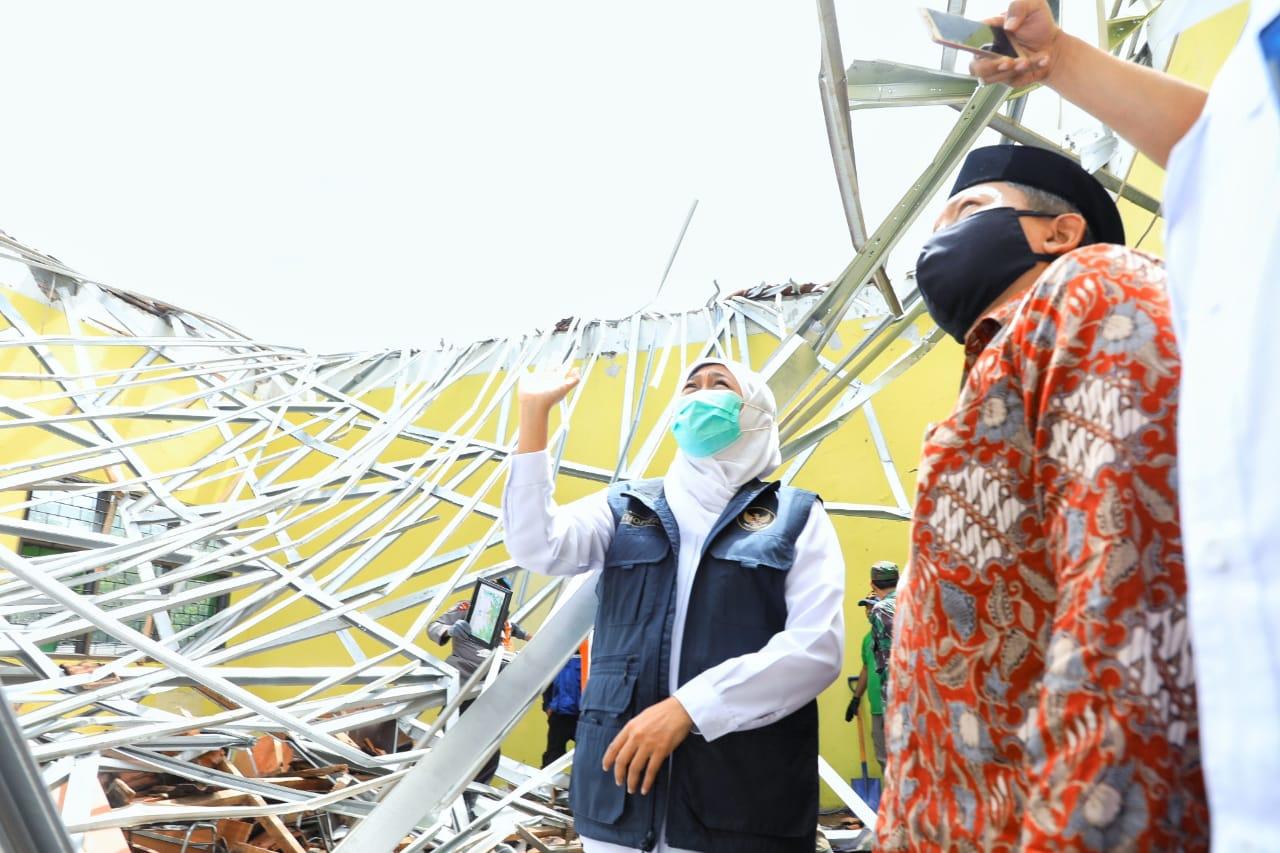 Gubernur Jatim, Khofifah saat mengunjungi korban terdampak gempa di Kecamatan Turen- Dampit dan Ampel Gading Kabupaten Malang (Foto: Istimewa/ Pemprov Jatim )
