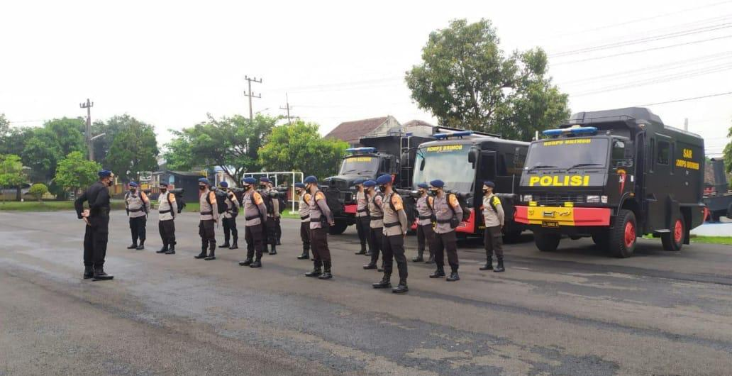 Apel Keberangkatan Personel Brimob Polda Jatim ke NTT. (Foto: Istimewa/ Humas Polda Jatim)