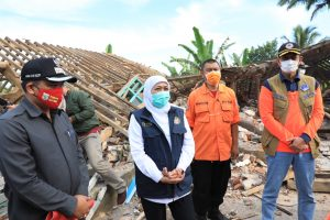 Gubernur Khofifah siap mengawal penyaluran bantuan dari pemerintah pusat. (Istimewa/ Pemprov Jatim)