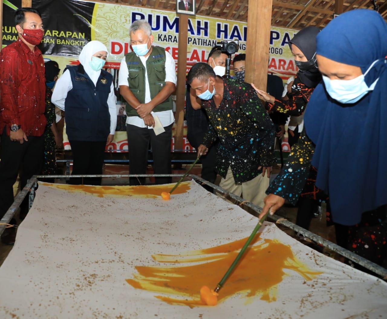 Gubernur Jatim, Khofifah saat meninjau Rumah Harapan untuk Kelompok Tunagrahita di Kabupaten Ponorogo. (Courtesy: Humas Pemprov Jatim)