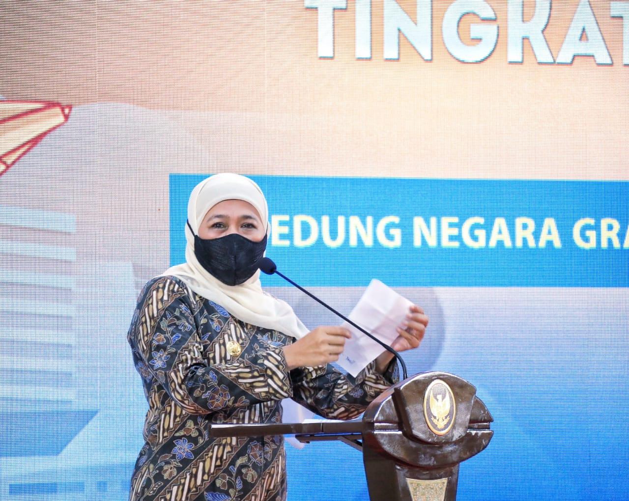 Gubernur Jatim, Khofifah saat menghadiri acara HPN dan HUT PWI Jatim di Gedung Grahadi Surabaya. (Istimewa/ Humas Pemprov Jatim )